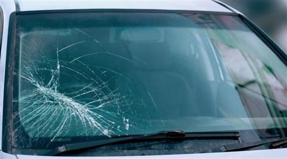 ما العمل إذا ارتطمت الحجارة بزجاج السيارة الأمامي؟
