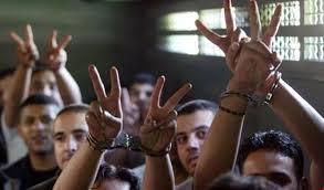 """بالفيديو ..  """"جمعية الأسري والمحررين"""": المؤسسات الحقوقية الدولية دورها سلبي مع الأسرى الفلسطينيين"""