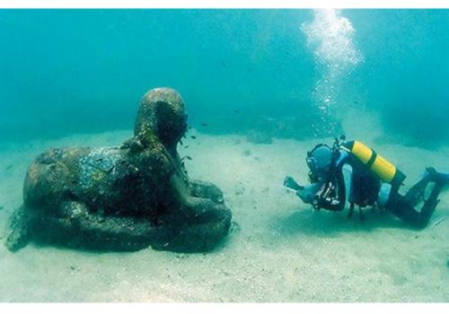 بالصور .. كنوز ثمينة عُثِرَ عليها تحت الماء