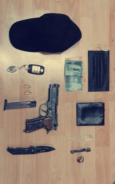 القبض على شخصين سلبا احدى الصيدليات تحت التهديد في العاصمة