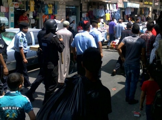 الاعتداءبالضرب على (3) من موظفي بلدية اربد من قبل اصحاب البسطات