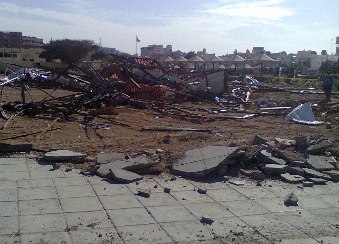 العقبة: الأمن يزيل مقر أحد النواب بالقوة.. صور وفيديو