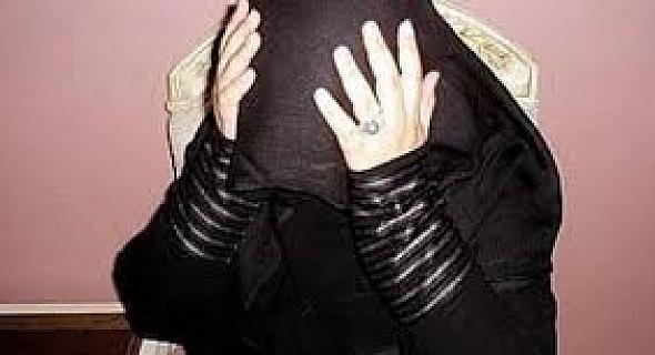 اردنية مهددة بالسجن بسبب قرض مالي ..  فمن ينقذها؟!