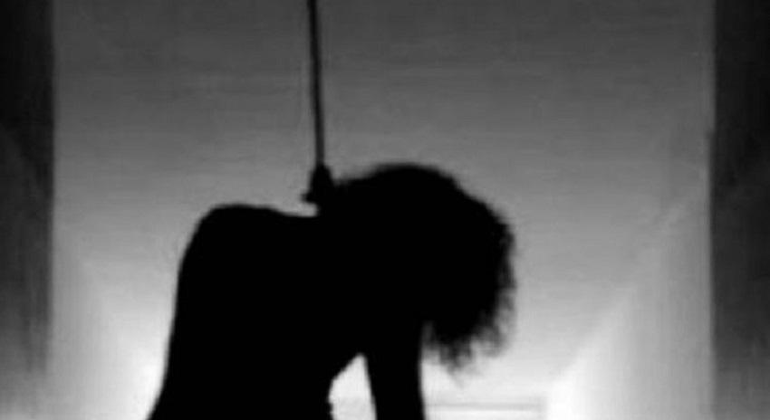 """انتحار فتاة بواسطة """"شال"""" داخل منزل ذويها في الزرقاء"""