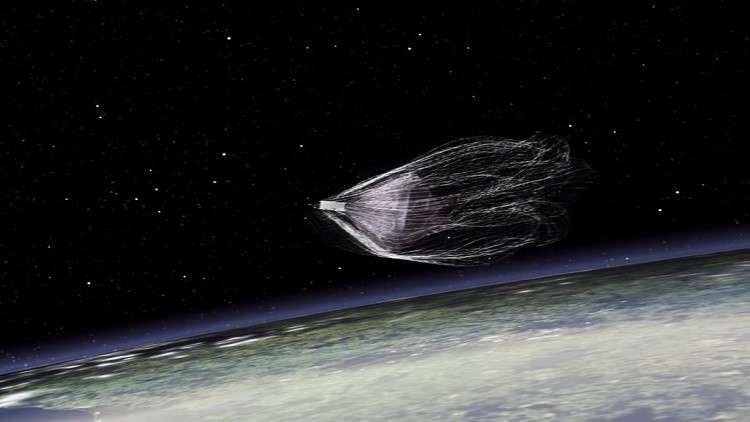 العلماء يختبرون رمحا فضائيا لجمع النفايات