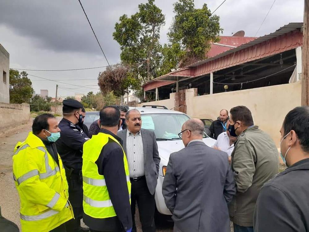 محافظ اربد يؤكد ضرورة التزام المواطنين بالحجر في الكريمة