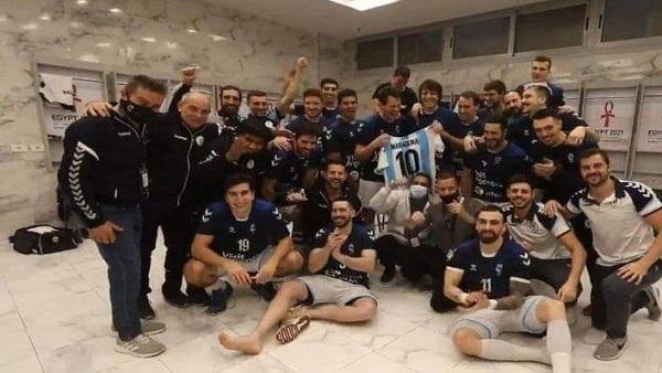 مارادونا يظهر بأحتفال لاعبي الأرجنتين في مونديال اليد