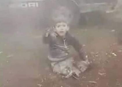 """شاهد بالفيديو  .. ماذا حل بالطفل السوري صاحب العبارة الشهيرة """" شيلني يا بابا """"؟"""