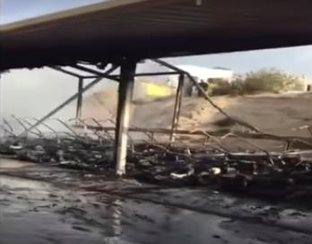 بالفيديو.. حريق هائل يأتي على 38 سيارة في  الامارات