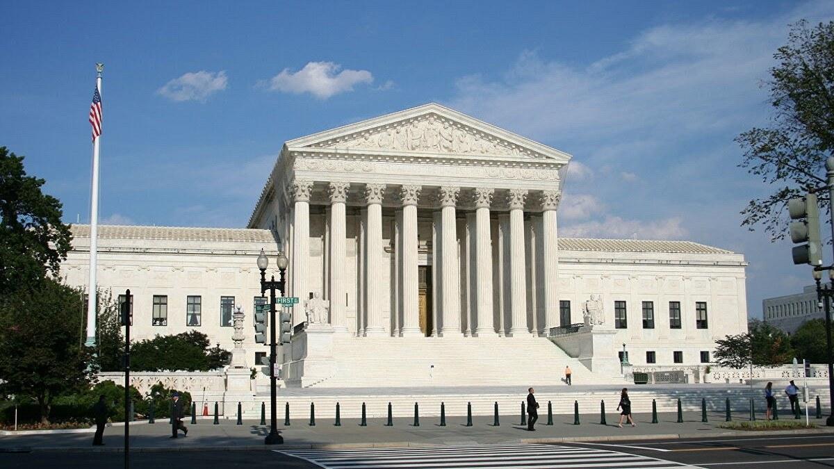 المحكمة العليا الأمريكية ترفض النظر بطلب عراقيين منع الترحيل لبلادهم