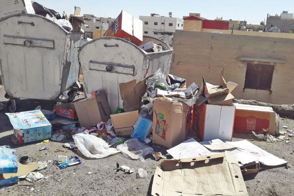 الكرك : مكرهة صحية لتراكم النفايات في بلدة محي