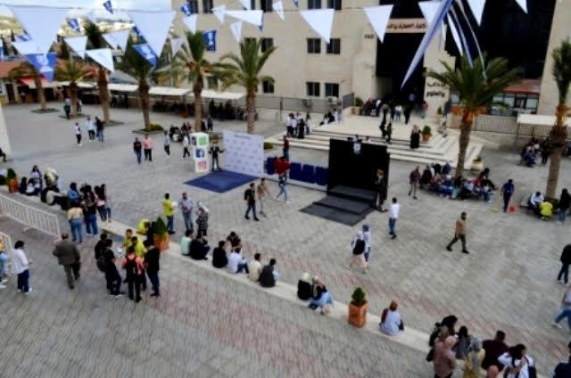 جامعة عمان الأهلية تتزيّن بعودة طلبتها للدراسة وجاهياً