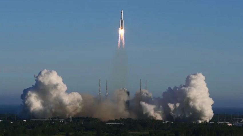 شاهد  ..  أول صورة يتم التقاطها ل الصاروخ الصيني الموجود حالياً في مدار غير مستقر حول الأرض