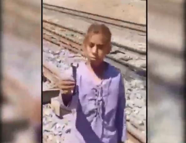 شاهد ..  الأطفال هم أحد أسباب حوادث القطارات بمصر ..  تفاصيل