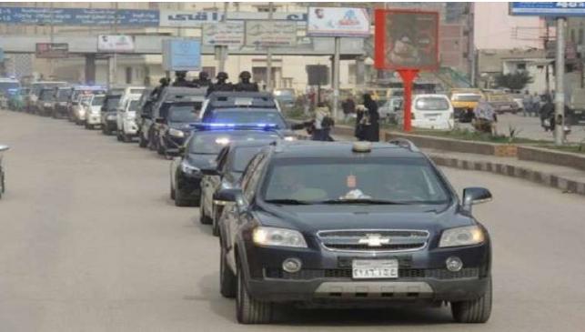 بالفيديو  ..  موكب مسؤول أمني رفيع يثير الجدل كبير في مصر