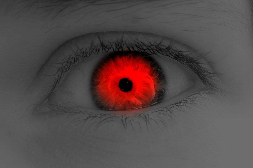 تفسير رؤية العين الحمراء في المنام