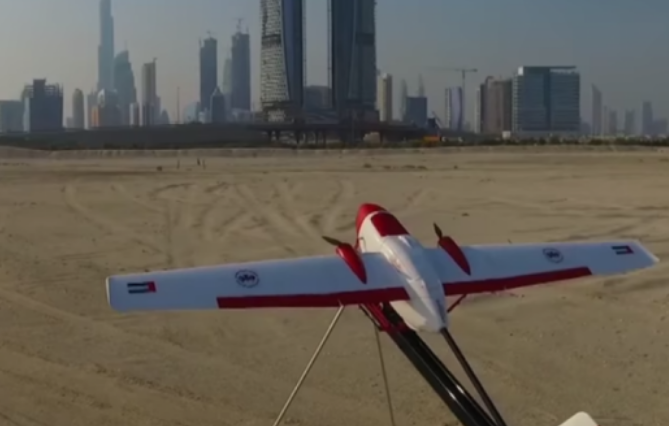 استخدام طيارات صغيرة دون طيار لتوصيل الطلبات من المقهى لزوار الشواطىء