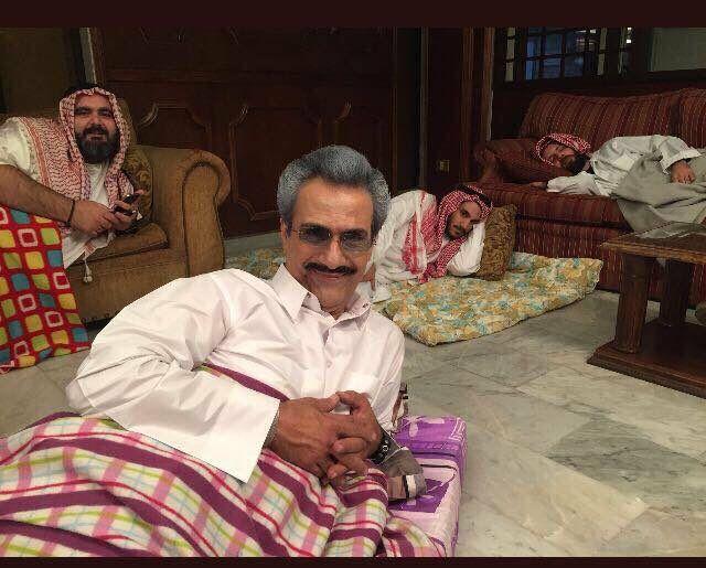 ما حقيقة صورة السيلفي التي التقطت للوليد بن طلال اثناء اعتقاله ؟