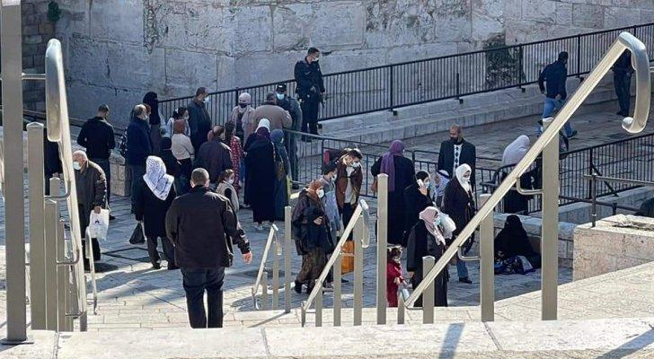 الاحتلال يواصل منع أهالي الضفة من صلاة الجمعة في الاقصى
