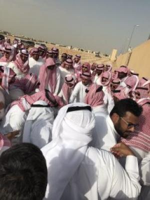 بالصور.. تشييع مهيب لجثمان الأمير السعودي ناصر بن سلطان