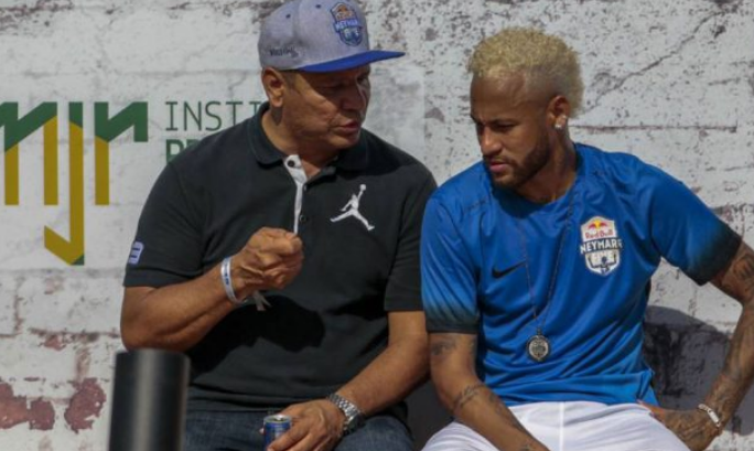 """والد نيمار يكشف حقيقة اعتذار اللاعب عن تصريحاته بشأن """"ريمونتادا"""" برشلونة ضد باريس سان جيرمان"""