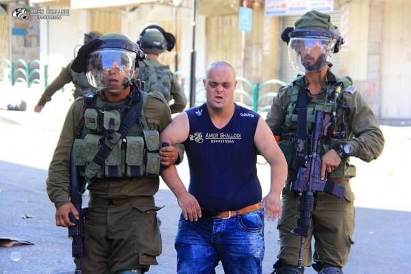 شاب يعاني من (متلازمة داون) ..  صور قاسية لأحدث ضحايا الاعتقال والتنكيل الإسرائيلي