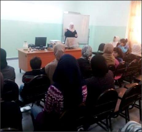 """أخصائية اللغة والنطق ديمة زعبلاوي من جامعة """"عمان الأهلية"""" تحاضر في مدرسة يافا الأساسية"""