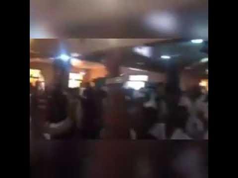 بالفيديو ..  مظاهرة داخل احد المساجد في السودان