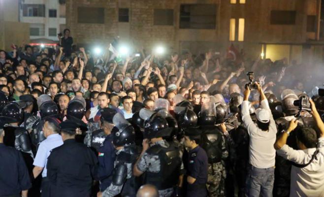 الإفراج عن موقوفين اعتصموا قرب السفارة الإسرائيلية