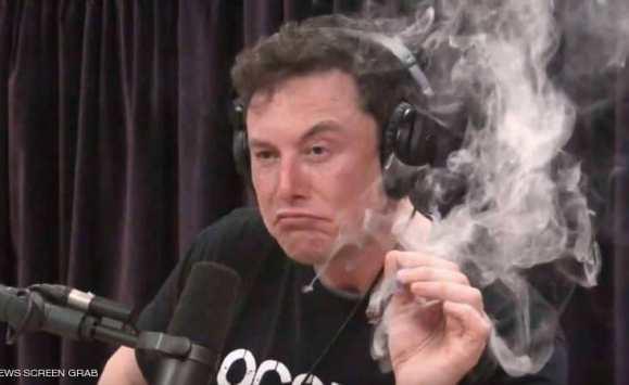 مؤسس تسلا يدخن الحشيش