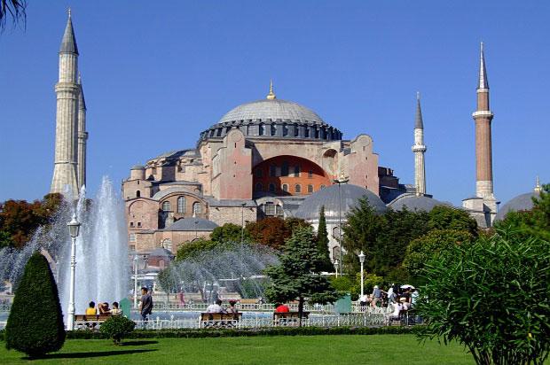 بالصور  ..  متحف و جامع ايا صوفيا من روائع العمارة في اسطنبول
