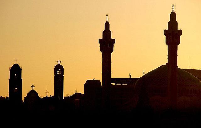 السجن 15 عاماً لأسرة مسلمة تحولت للمسيحية في مصر