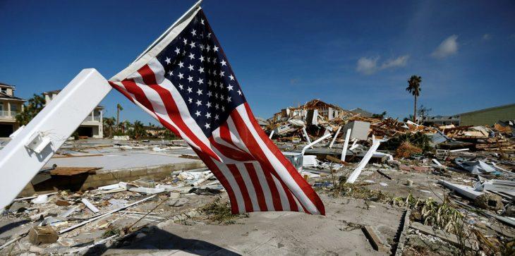 """بالصور ..  الإعصار """"مايكل"""" يخلف الموت والدمار في فلوريدا"""