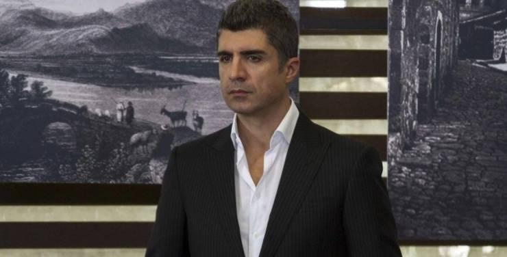 فضيحة تُهدد أوزجان دينيز قبل عرض مسلسله الجديد