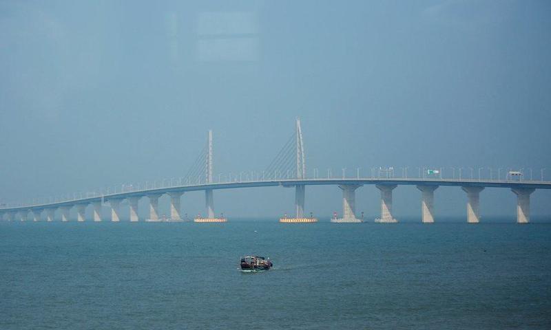 بالصور ..  الجسر البحري الأطول في العالم