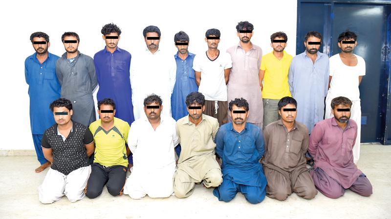 القبض على 17 متهماً بسرقة مستودعات ومبانٍ قيد الإنشاء في الشارقة