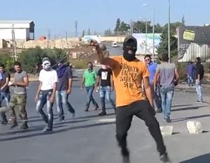 بالفيديو .. فكاهة ومواقف فلسطينية خلال المواجهات