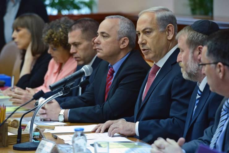 وزير إسرائيلي يدعو لنسف قطاع غزة