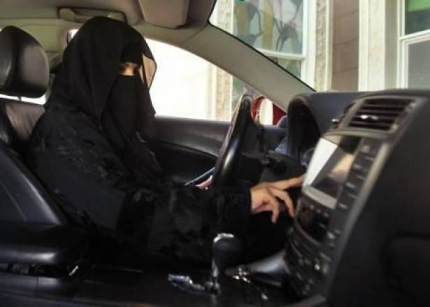 مقتل اول امرأة سعودية بحادث سير اثناء قيادتها السيارة بجدة