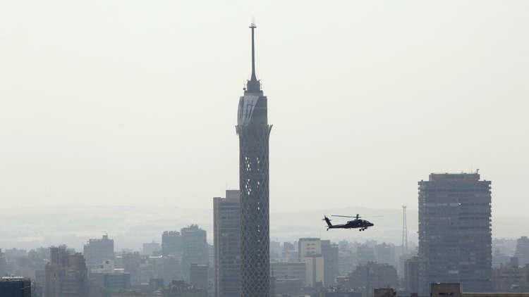 تمزقت جثته بعد ارتطامها بالأرض  ..  شاب مصري ينتحر من أعلى برج القاهرة لسبب محزن
