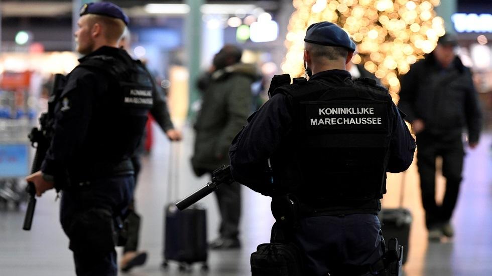 الشرطة الهولندية تغلق مباني البرلمان والمنطقة المحيطة بها بعد تهديد بوجود قنبلة
