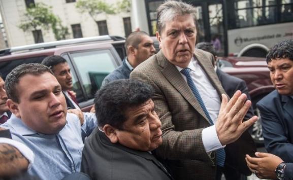 انتحار الرئيس السابق للبيرو أثناء اعتقاله بتهمة التورط بملفات فساد