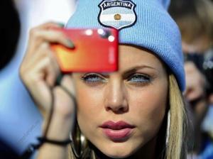 بالفيديو : .. تشجيع كأس العالم أم زوجة ثانية ..  أيهما تختارين؟