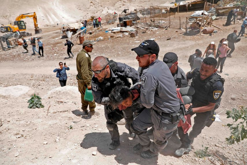 """الاحتلال يحدد مهلة هدم """"الخان الأحمر""""  ..  والأهالي: باقون ولن نتخلى عن أرضنا"""