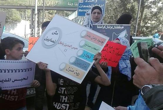 اعتصام قرب الدور الرابع احتجاجاً على حبس المدين
