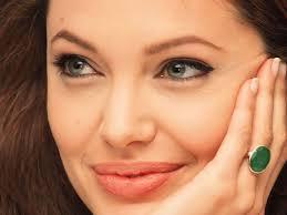أنجلينا جولي: الأولاد أولا  ..  ولا أريد رجلاً في حياتي