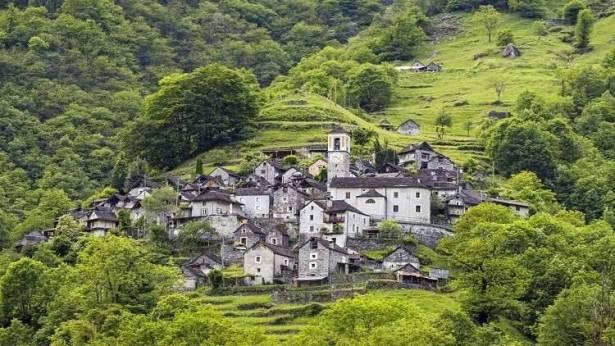 بالصور ..  قرية في سويسرا يسكنها 16 شخصا تتحول إلى فندق!