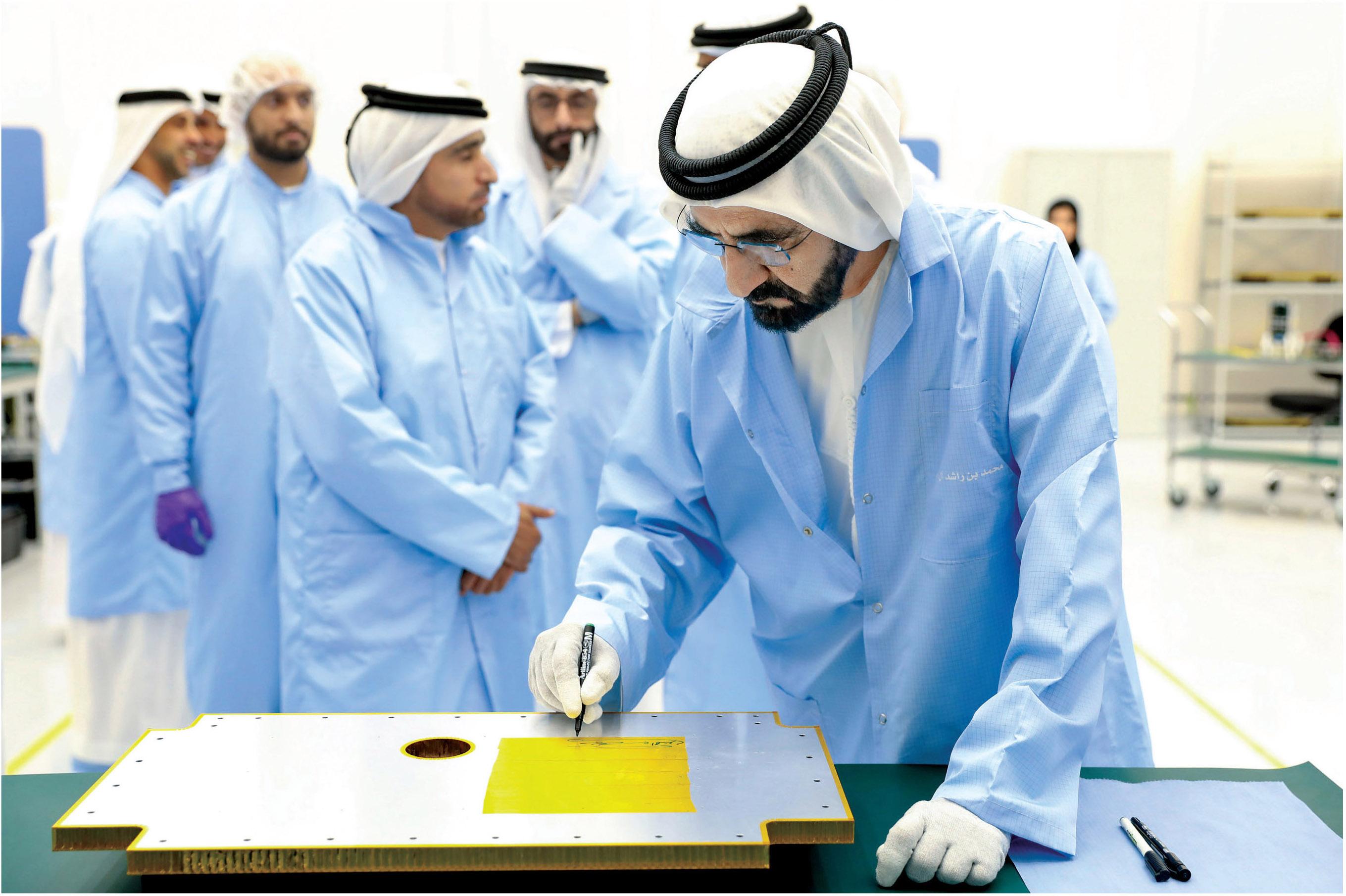"""بالصور  .. انطلاق اول قمر صناعي في """"الامارات"""""""