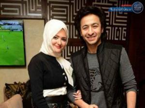 بالفيديو  ..  أول ظهور لزوجة حمادة هلال بعد خلع الحجاب