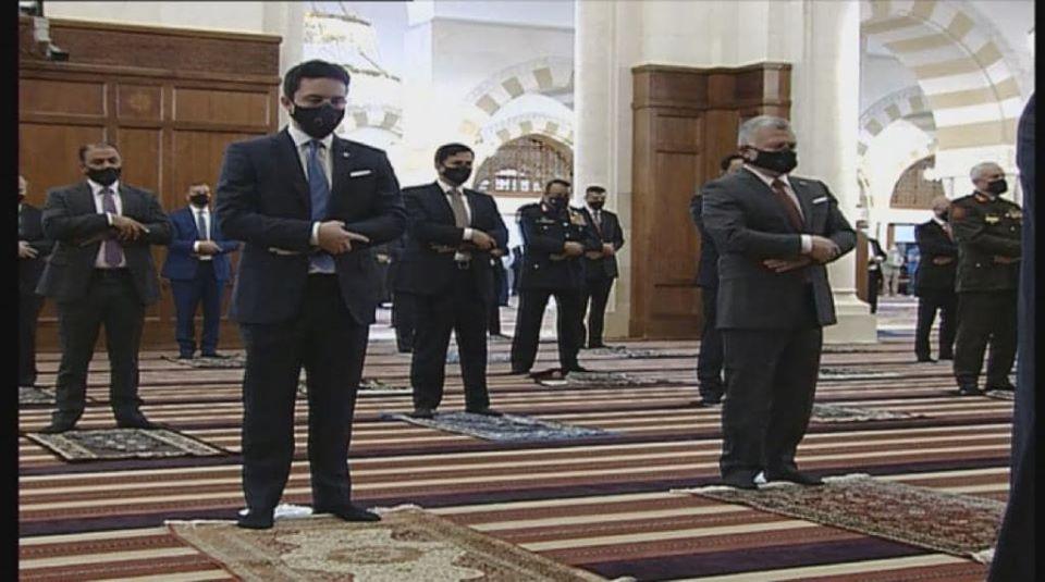 الملك وولي العهد يشاركان المصلين أداء صلاة العيد في مسجد الحسين بن طلال